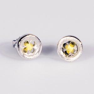 Image of Oorknoopjes met gele draad, oorbellen zilver, Antwerpen, Wijngaardstraat