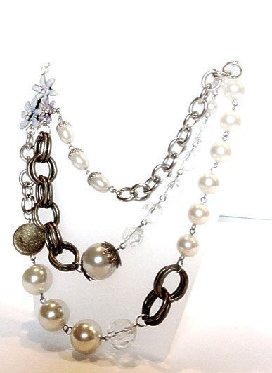 Image of Exclusive Pearl Flower Gem Necklace