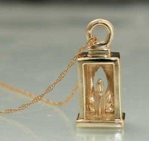 Image of Alumnae Council Lantern Charm