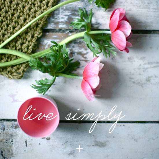 "Image of Carte Postale ""Live simply/Anémone"""