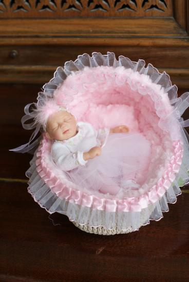 Image of Mini Baby Bassinet and Pillow