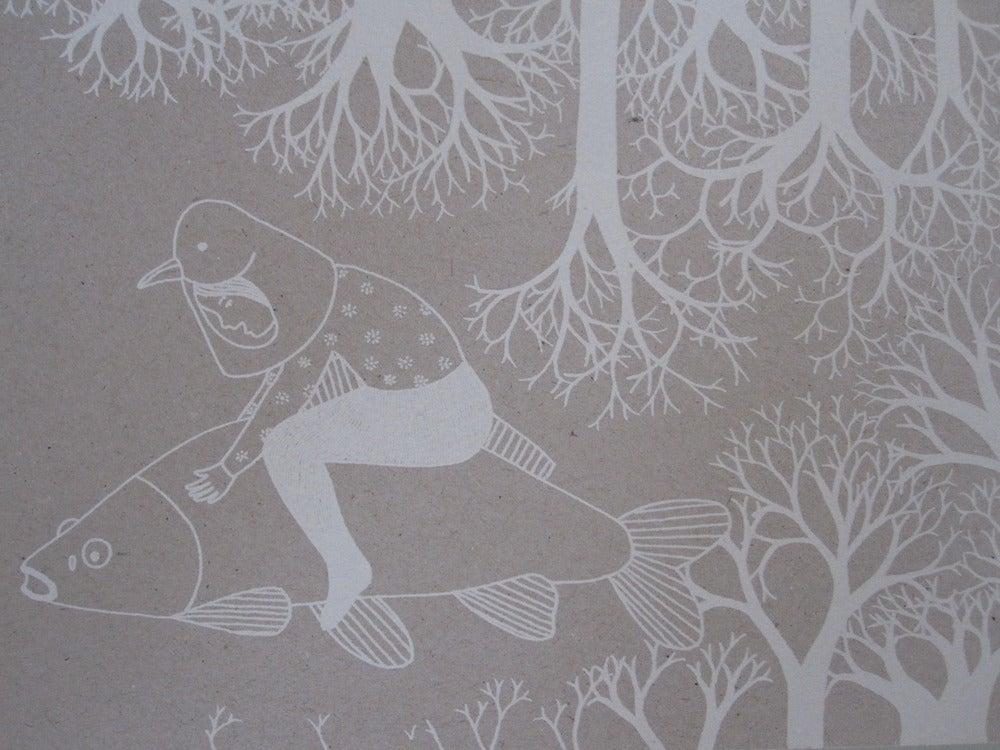 Image of Petite fille-oiseau sur son poisson
