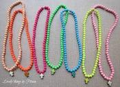 Image of Collar corto bolas de colores con cruz