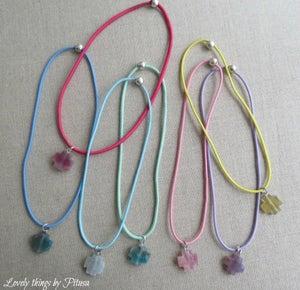 Image of Collares elásticos con cruces de colores