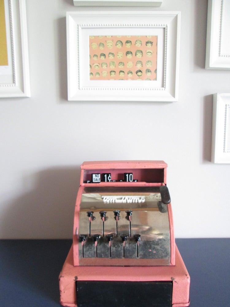 Image of Caisse enregistreuse vintage années 50 rose