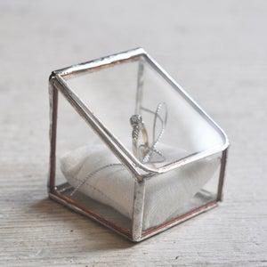 Image of Lidded Ring Box, single display