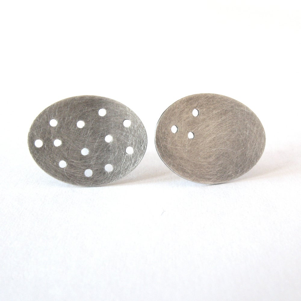 Image of Oval dot earrings