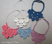 Image of Collar corto flores ganchillo