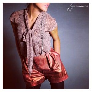 "Image of ""Calida"" blouse - ""Arek"" shorts"