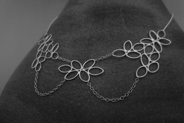 Image of Daisy Collar Necklace