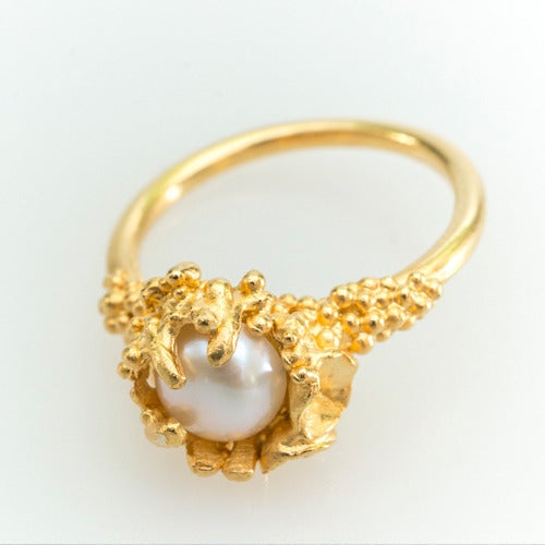 Image of Captured Pearl Ring