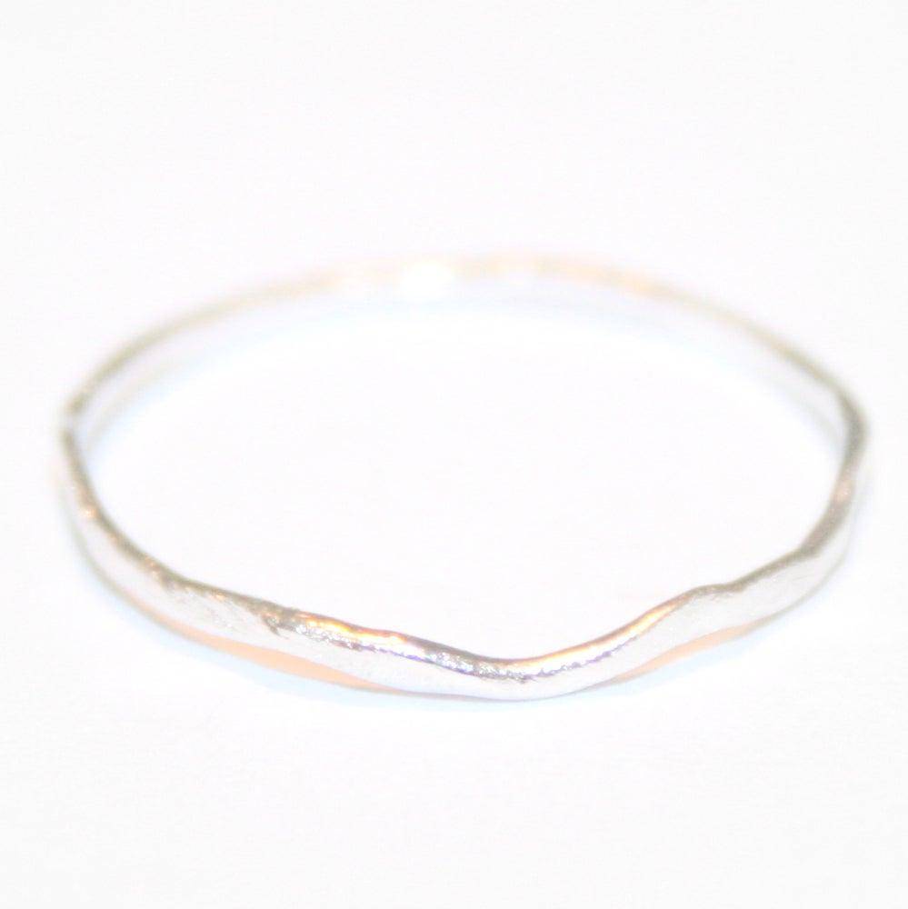 Image of Fijne zilveren ring - gehamerd, trouwringen op maat, Antwerpen, goudsmid, juwelier Antwerpen