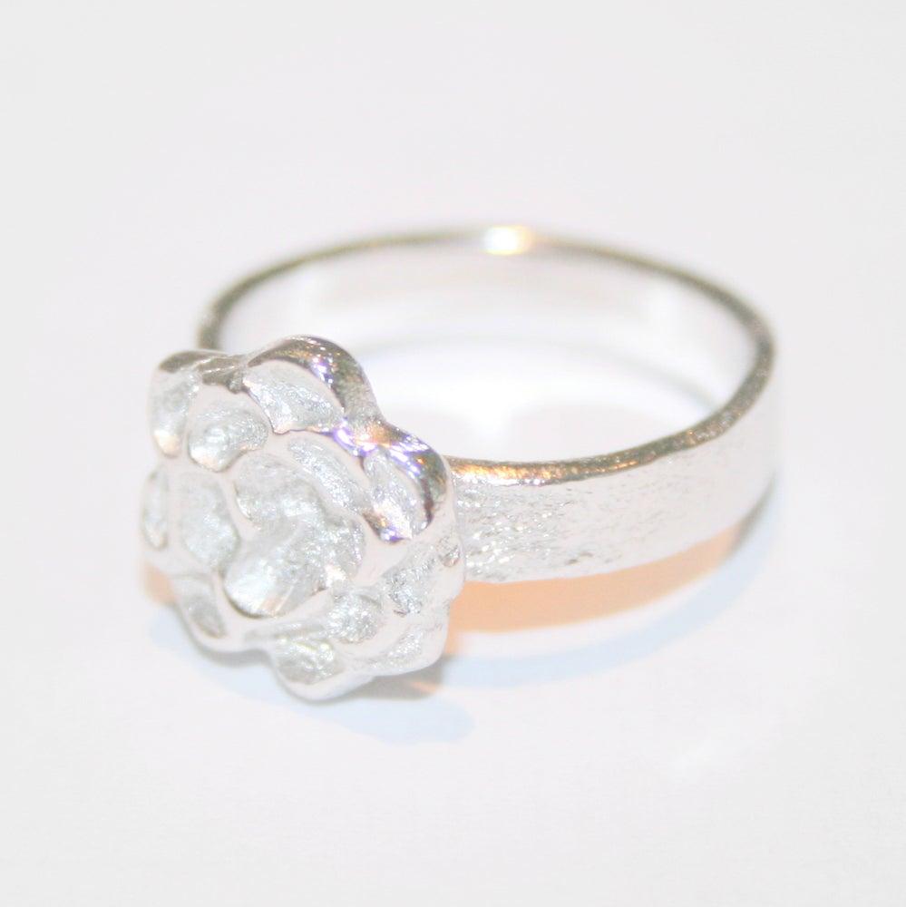 Image of Ring bloem, juweelontwerp, Antwerpen, goud en zilver, goudsmid, juweelontwerper, unieke juwelen