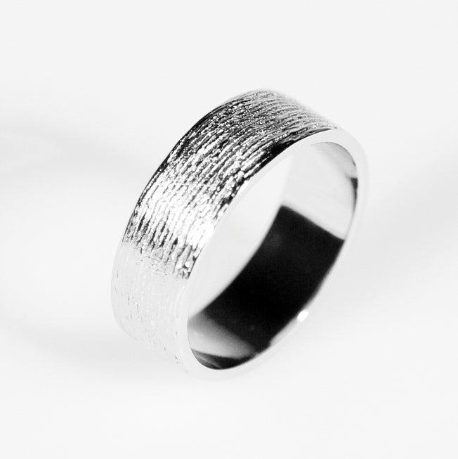 Image of Trouwring met fijne lijntjes, zilveren trouwringen, verlovingsringen, Antwerpen, trouwringen op maat