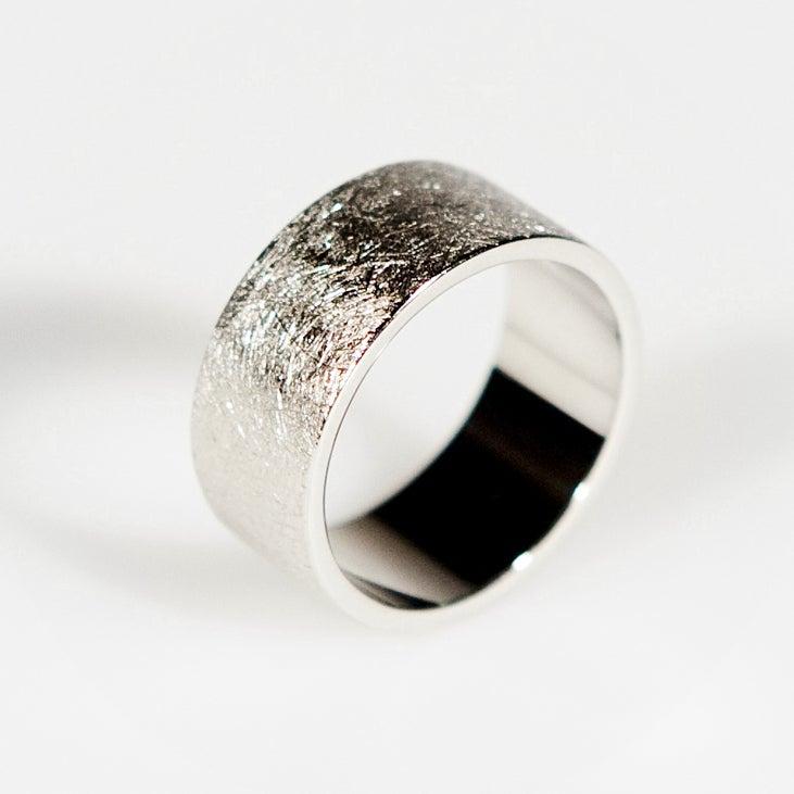 Image of Ring met ice-mat structuur - trouwringen op maat, verlovingsring, Antwerpen
