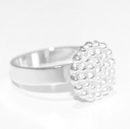 Image of Handgemaakte ring met bolletjes-zilver, juwelen te Antwerpen, goudsmid, unieke juwelen