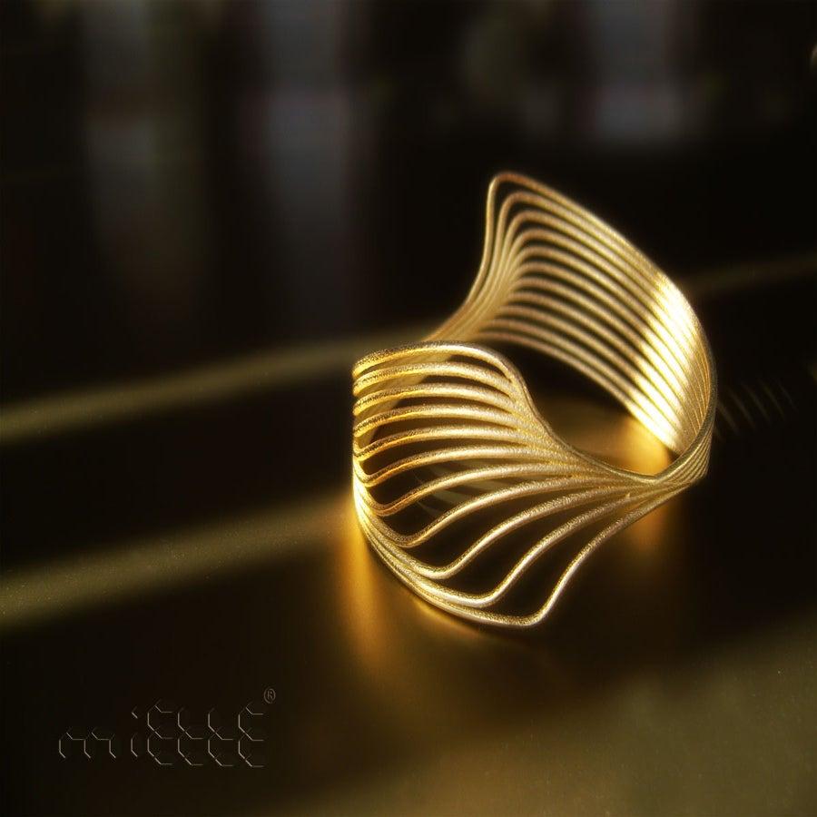 Image of moiré bracelet gold