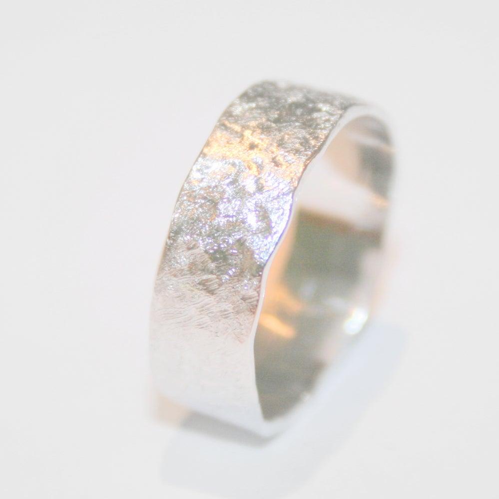 Image of Ring met structuur-grof, juwelen verkrijgbaar te Antwerpen, trouwringen op maat