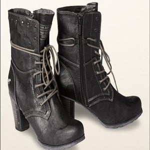 Image of Mustang black boots