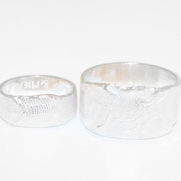Image of Zilveren trouwring met vingerafdruk, trouwringen op maat, goudsmid, Wijngaardstraat, Antwerpen