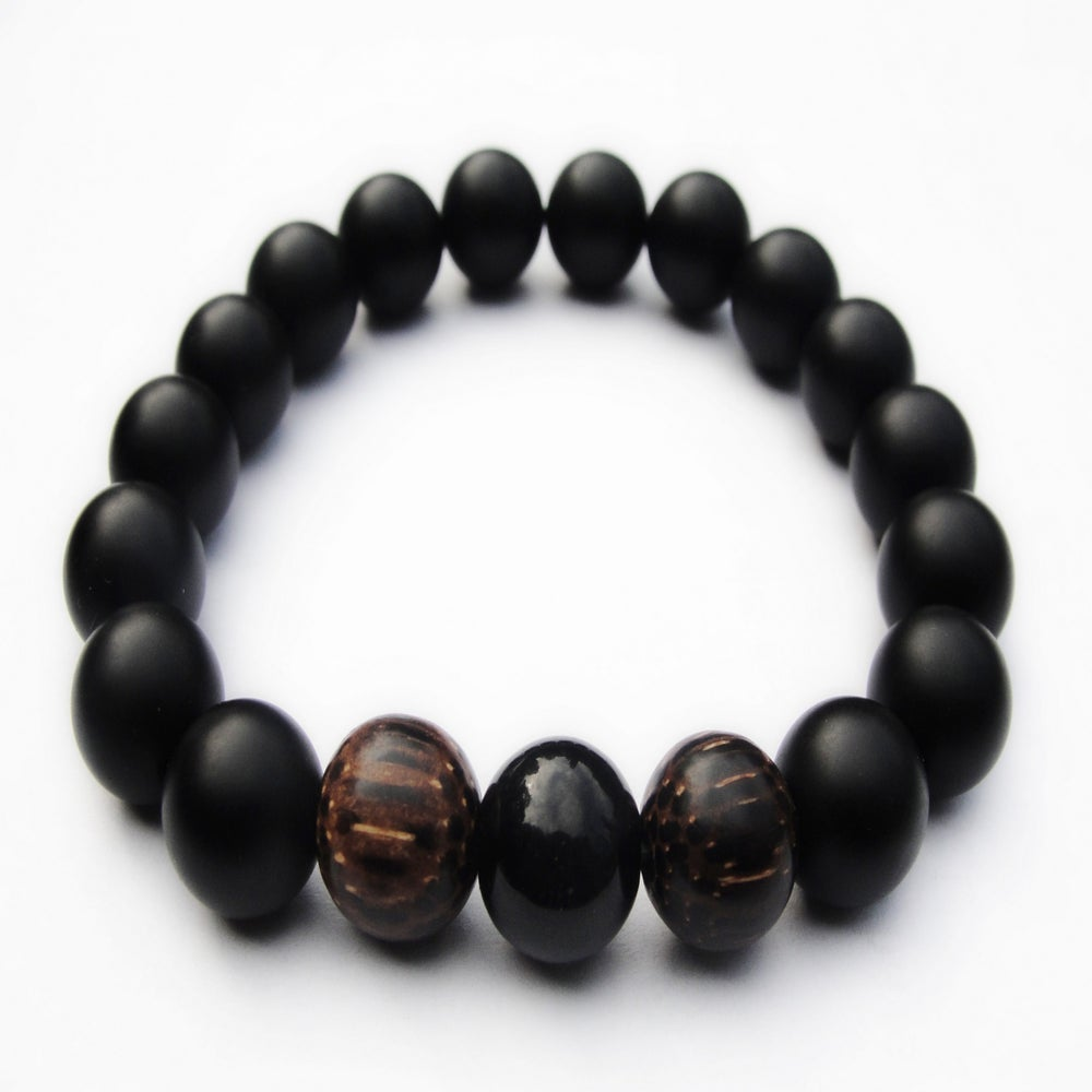 "Image of BOYBEADS ""VALIANT"" matte black onyx + natural wood 10mm stretch bead bracelet for men"