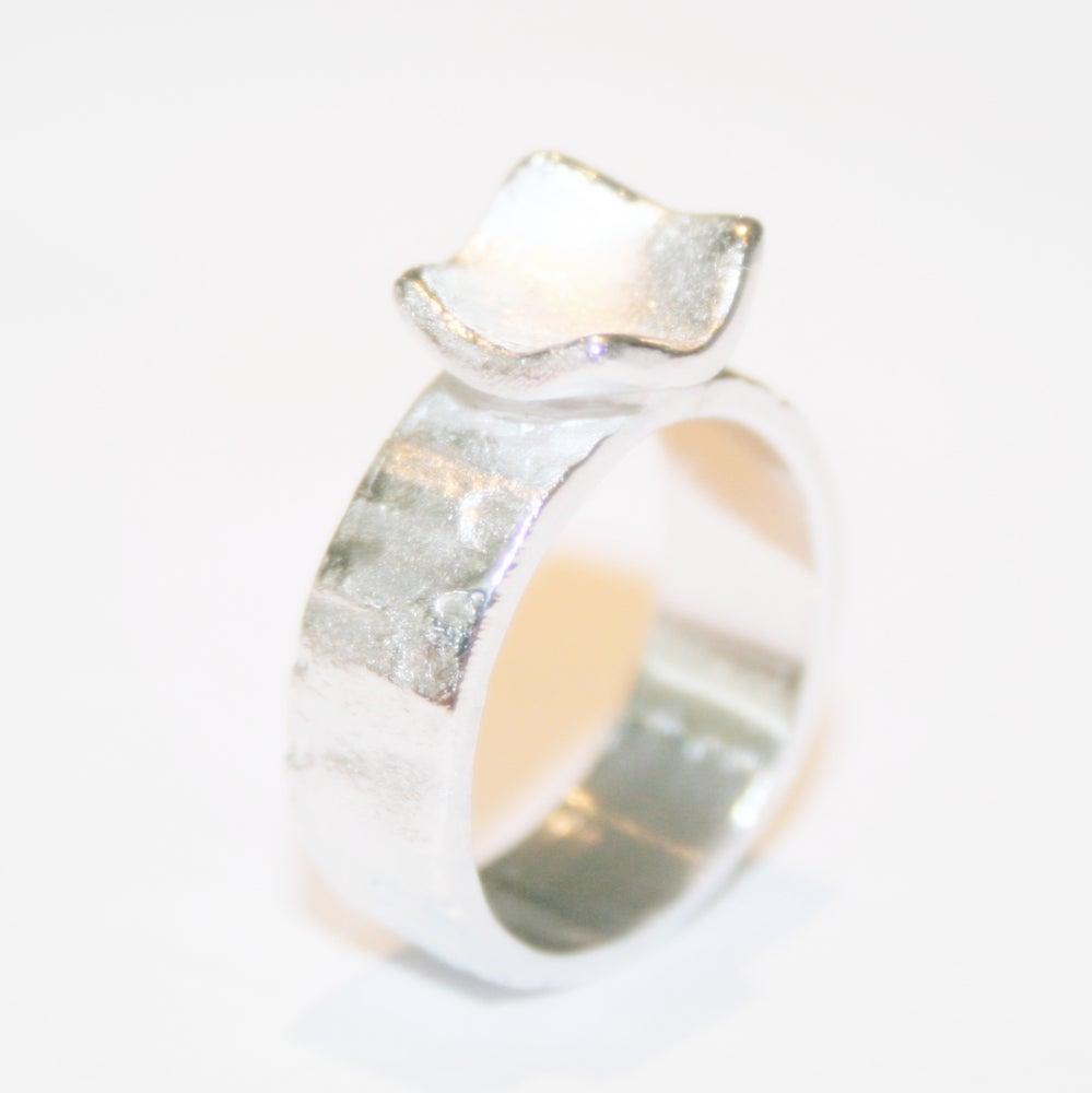 Image of Handgemaakte zilveren ring met vierkant, juweel verkrijgbaar te Antwerpen