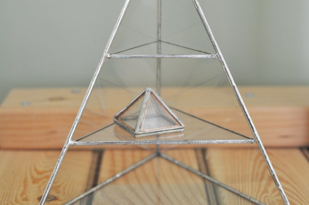 Image of Pyramid Display Box, mini