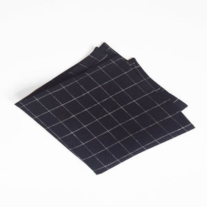 Image of b+w grid linen square