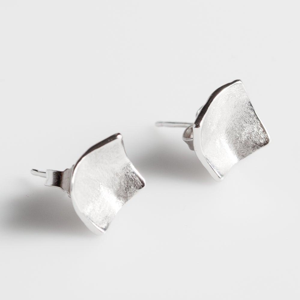 Image of Handgemaakte zilveren oorstekers, zilveren juwelen, te Antwerpen