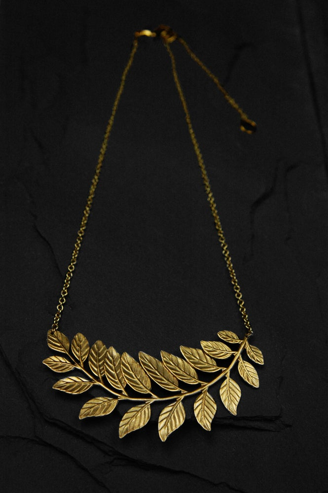 Image of Bend fern necklace in brass