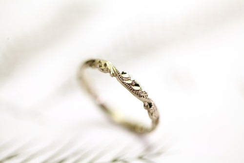 Image of 18ct white gold 2.5mm floral carved