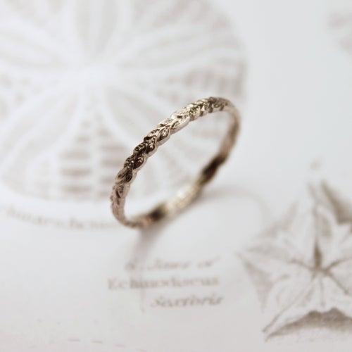 Image of 18ct white gold 2mm laurel leaf