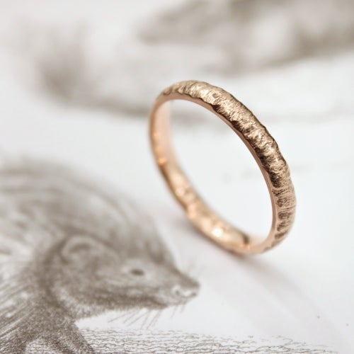 Image of 18ct rose gold 3mm horn texture