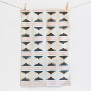 Image of tea towel | pyramid