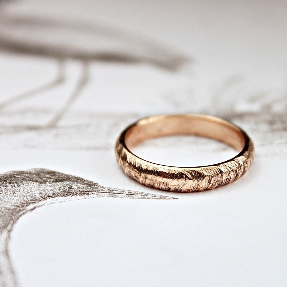 Image of 18ct rose gold 4mm horn texture