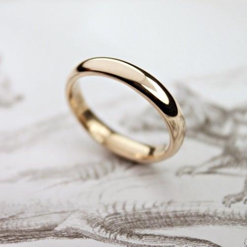 Image of 9ct gold 4mm plain court