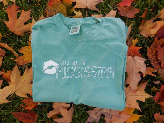 "Image of Seafoam Green ""Kiss Me in Mississippi"" T-Shirt"