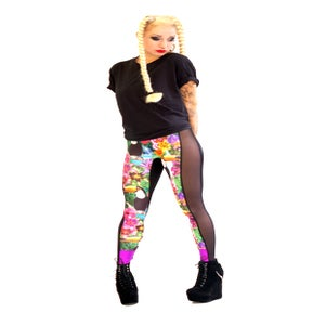 Image of TROPICAL TOUCAN PRINT PANELED LEGGINGS