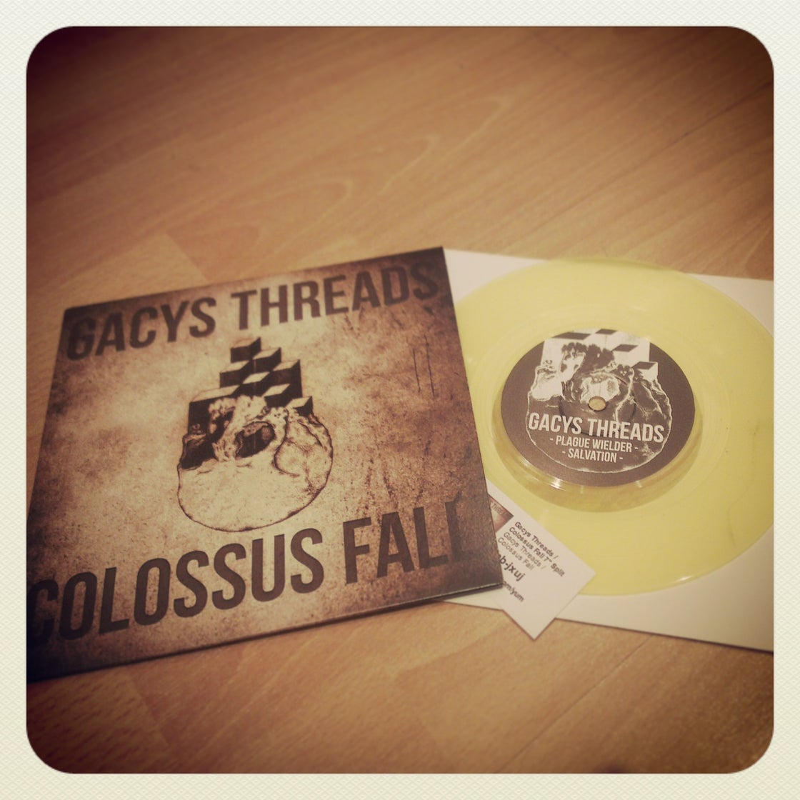"Image of Gacys Threads / Colossus Fall 7"" split"