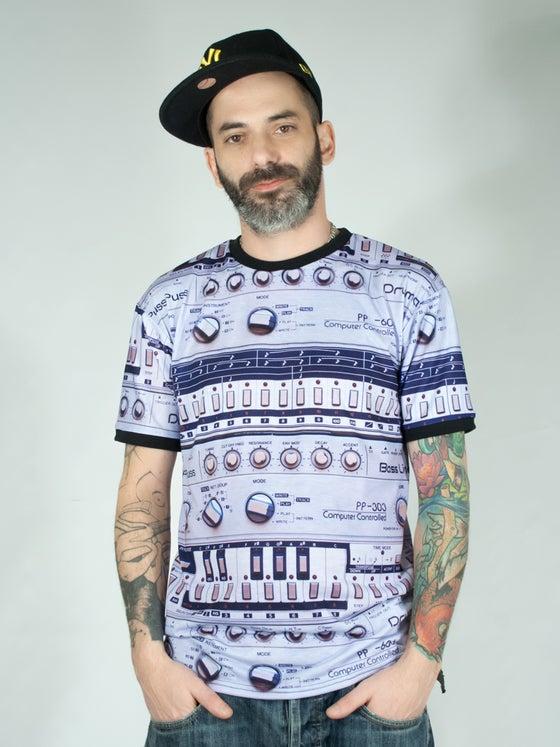 "Image of Unisex T-shirt ""Legend"""