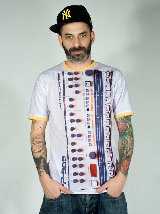 "Image of Unisex T-shirt ""PP 909"""