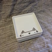 Image of lidded dish -- kitteh
