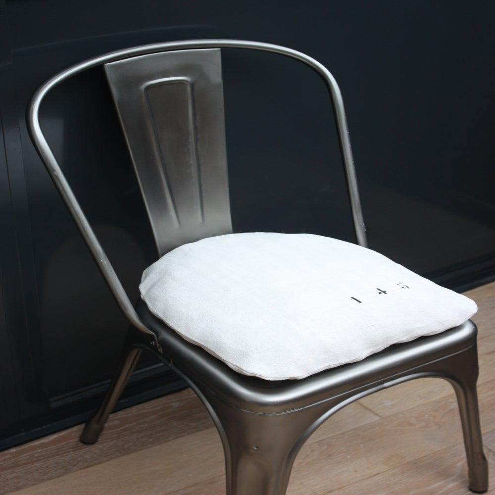 coussin chaise tolix disponible sur commande le grenier de ninon. Black Bedroom Furniture Sets. Home Design Ideas
