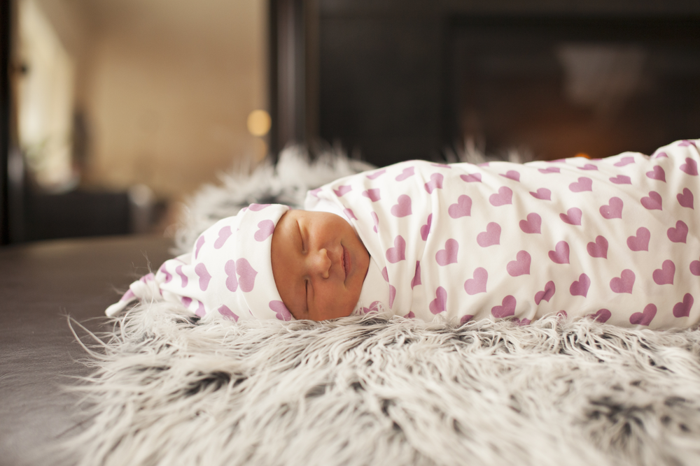 Image of organic cotton blanket & newborn hat- baby essential kit
