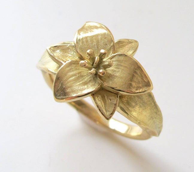 Image of Trillium Wildflower Botanical Ring 18K
