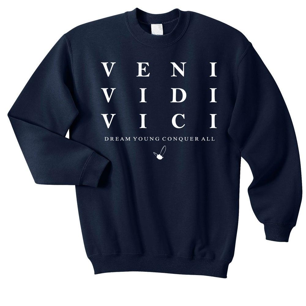 "Image of ""VENI VIDI VICI"" NAVY BLUE/CREW NECK"