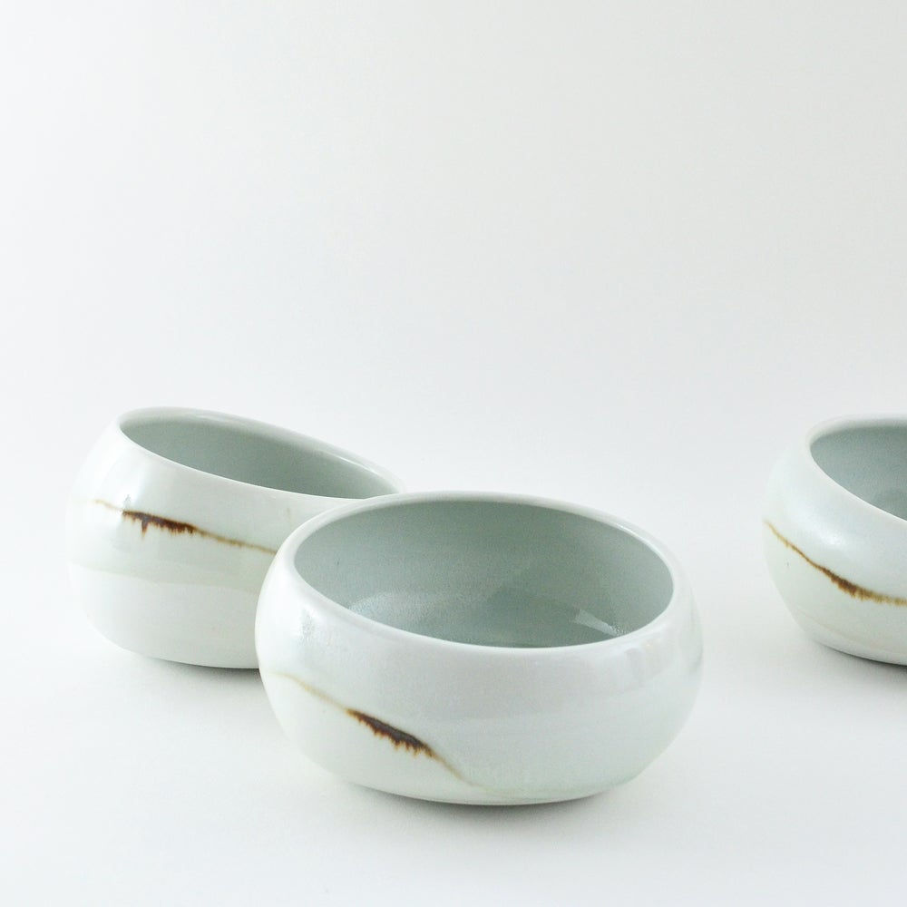 Image of white pouch bowl - small