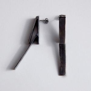 Image of LONG MORPH EARRING - BLACK