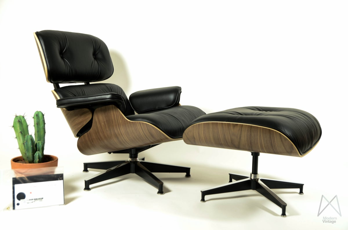 modern vintage amsterdam original eames furniture eames herman miller walnut lounge chair. Black Bedroom Furniture Sets. Home Design Ideas