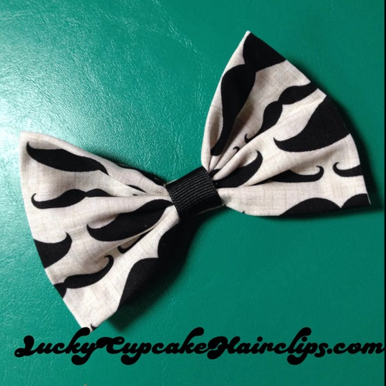 Image of Mustache bow